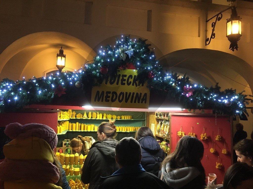 vianočné trhy medový stánok